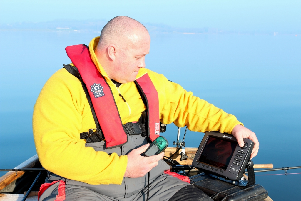 Portable fish finder in use_01